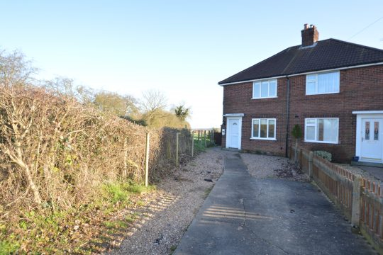 8 Stockwith Road, Walkeringham, DN10 4JE