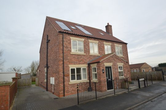 Hawthorne Cottage, Belton Road, Beltoft, DN9 1NB